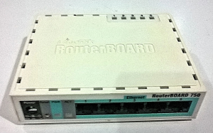 1 Router Mikrotik RB750 dan Access Point Linksys WAP54G emerer.com microtik
