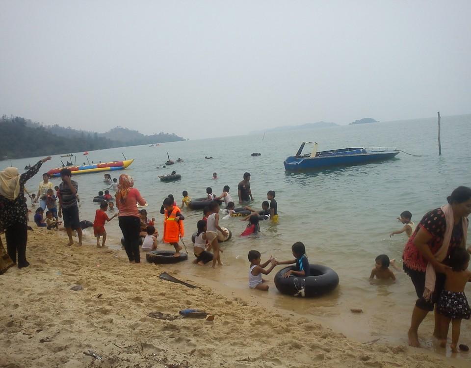 3-Jalan-jalan-ke-Pantai-Melayu-Batam-di-Pulau-Rempang-Kampung-Kalat-emerer.com-