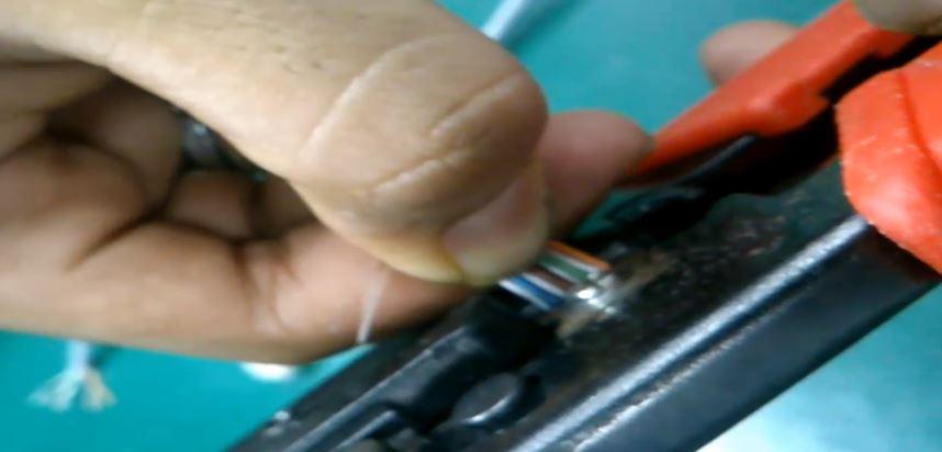 7 Cara Crimping dan Pasang Konektor RJ-45 pada Kabel UTP LAN model Straight serta Cross emerer.com