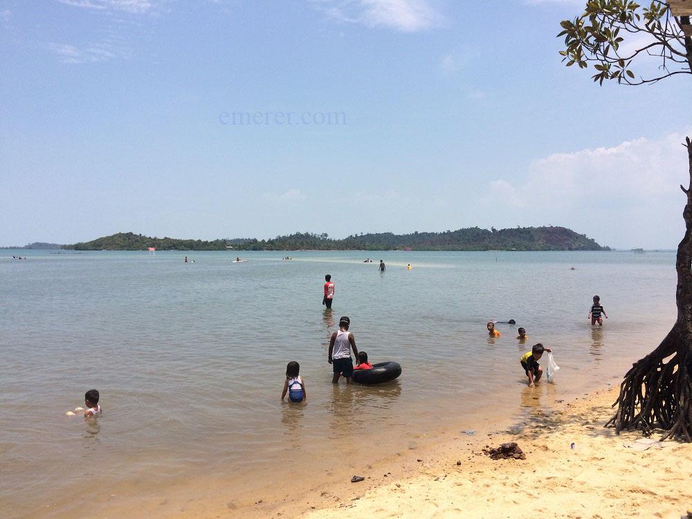Jalan Jalan Pantai Setokok Barelang emerer.com 3